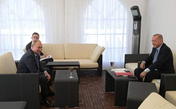 В такой обстановке лидеры вели переговоры. Фото пресс-служба Кремля