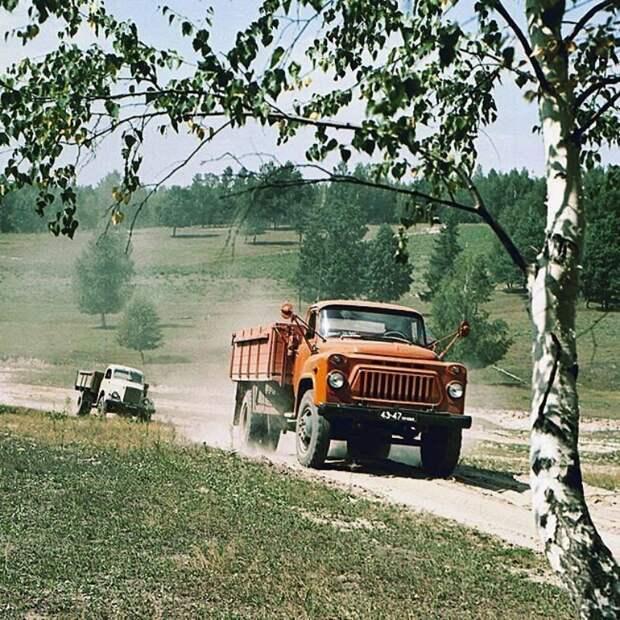 Грузовики ГАЗ-51 и ГАЗ-52. 1973 год СССР, автомобили, советская техника, советские машины