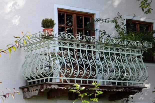 Житель Удмуртии пытался забраться в квартиру любимой по балкону, но сорвался и погиб