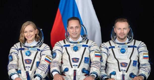Актриса Юлия Пересильд и режиссер Клим Шипенко благополучно добрались до МКС на космическом корабле