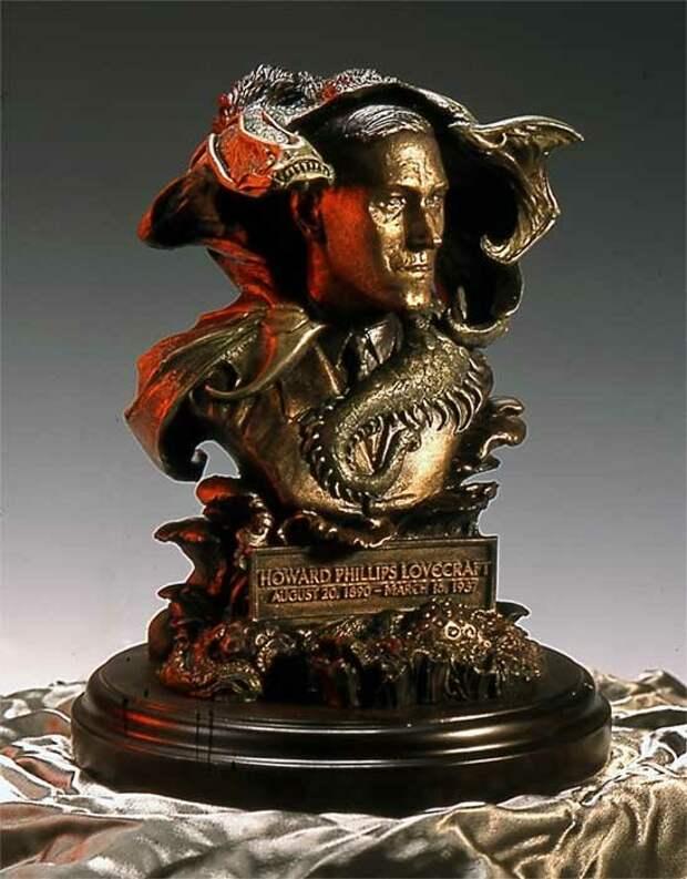 Статуэтка Лавкрафта, созданная по эскизу Стивена Хикмана