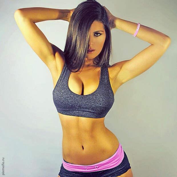 Красивые девушки в топиках