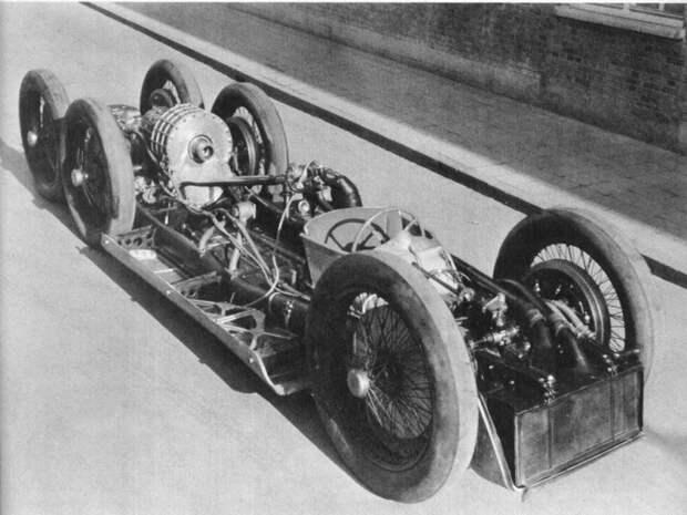 Спортпрототип Мерседес Т80 удивляет обтекаемыми формами: его коэффициент лобового сопротивления – всего 0,18, то есть гораздо ниже, чем у современных авто. Кроме того, это первый в мире автомобиль с антикрыльями. mercedes, mercedes-benz, Фердинанд Порше, авто, гоночный автомобиль, интересно, рекогд скорости, факты