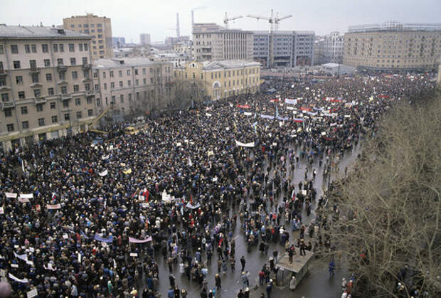 Митинг, организованный блоком демократических сил, в поддержку своих кандидатов в депутаты и перестройки, 1990 год