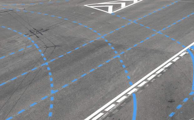 На дорогах стала появляться разметка синего цвета. Узнал, что она означает