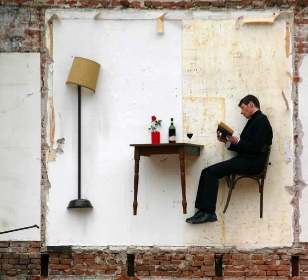 В подвешенном состоянии: Французский художник живет в комнатах-призраках