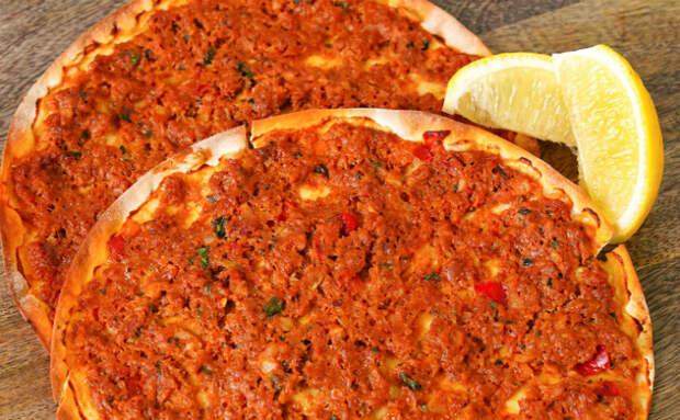 Пицца по-турецки за 10 минут. Нужен только фарш и мука