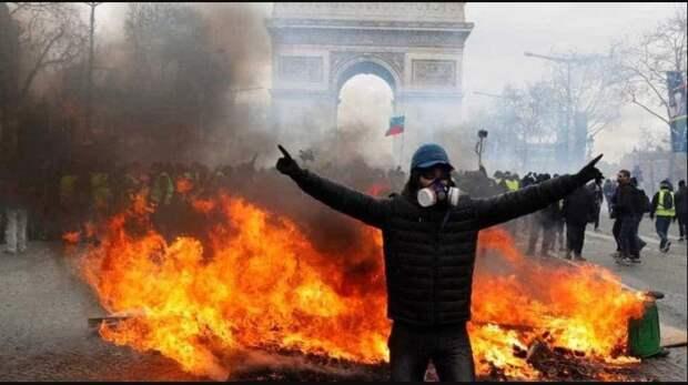 «Вот вы могли сжечь Париж, но не сожгли. Салаги!»
