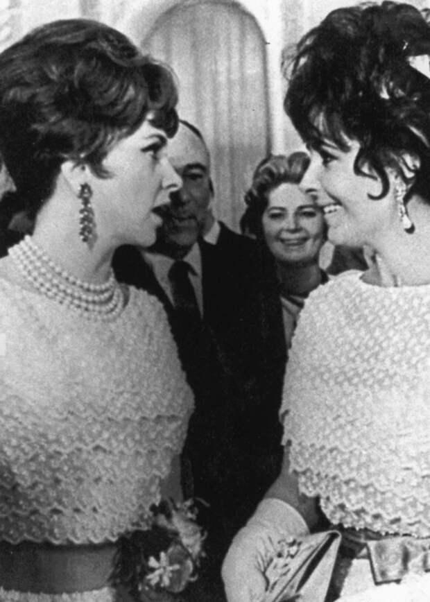 Джина Лоллобриджида и Элизабет Тейлор на приёме в Кремле (1961)