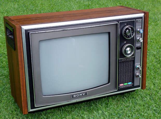 Почему в советских телевизорах корпус был деревянным