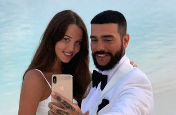 Анастасия Решетова объявила о расставании с Тимати