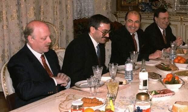 Как олигархи 90-х делили промышленные активы СССР на залоговых аукционах