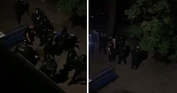 """Фото """"Дома сидеть надо!"""" ОМОН в Минске избил парня и девушку в пустом дворе"""