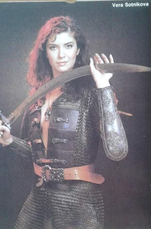Знаменитости из 90-ых в образе воительниц.