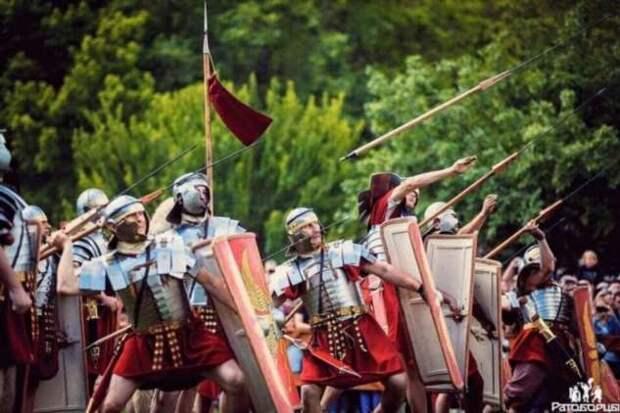 Каков был шанс выжить у легионера сражавшегося в первом ряду (8 фото)