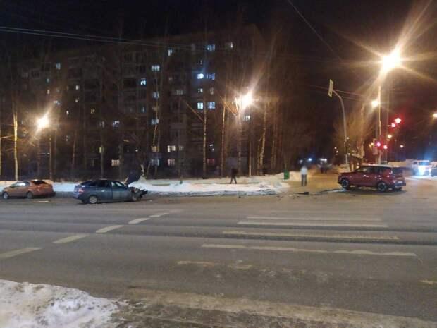 Пьяный водитель «Киа» устроил массовое ДТП на улице Пушкинской в Ижевске