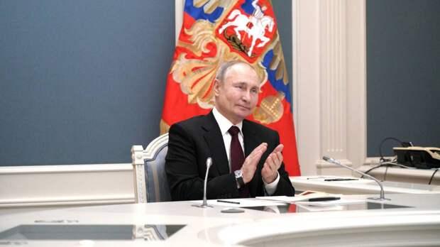 Журналистка Хедли Гэмбл показала в Instagram свой «лучший ракурс» с Путиным