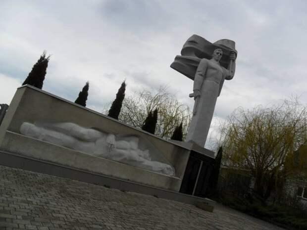 Западная Украина: памятники, память и беспамятство