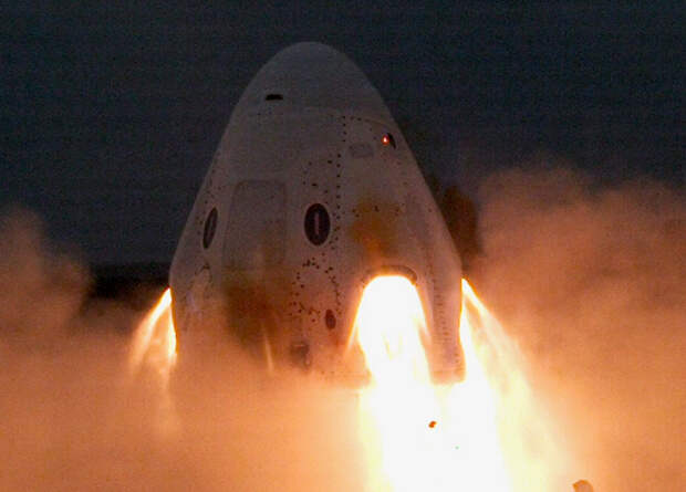 SpaceX провела статические испытания системы аварийного спасения Crew Dragon
