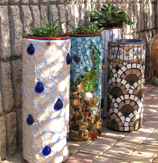 Вазоны, украшенные мозаикой.