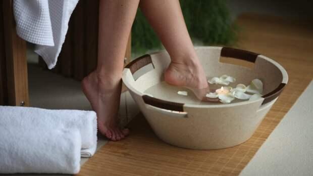 Как в домашних условиях добиться идеальной гладкости пяток? Рецепт ванн и питательных масочек