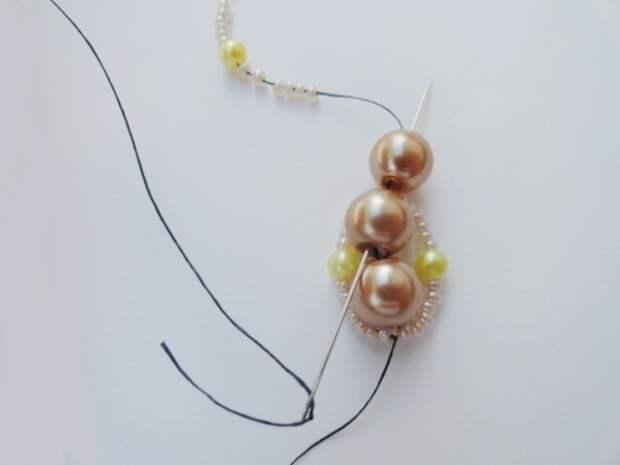 Красивый браслет из бисера и бусин. Фото мастер-класс (9) (520x390, 74Kb)