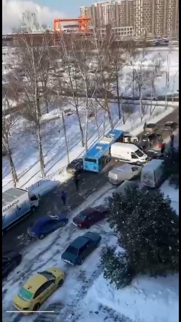 На Гостиничной столкнулись десять машин