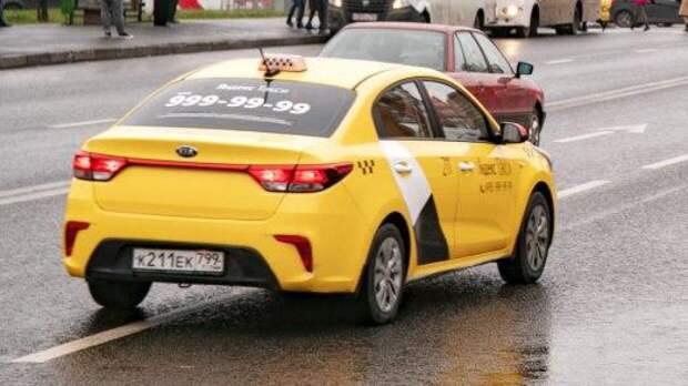"""Псевдо-полицейские """"развели"""" таксиста на деньги и попросили купить им коньяк в Новотроицке"""