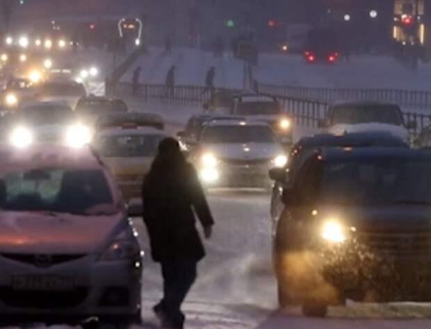 В Москве 10-балльные пробки, но Дептранс заявил, что общественный транспорт работает штатно