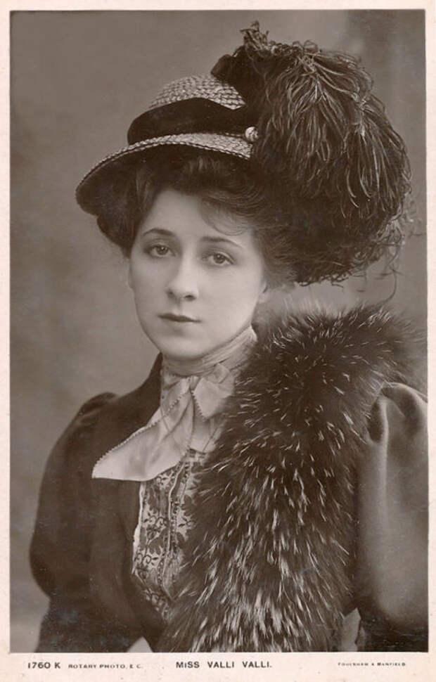 Мисс Валли Валли, актриса водевиля и немого фильма.