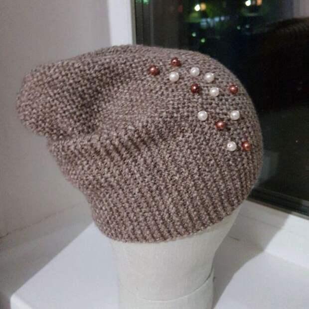 шапка украшенная бусами