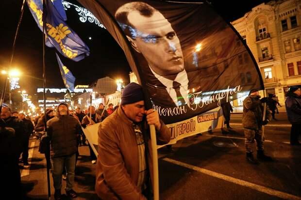 Коронавирус распространяется по Украине, но в Ровно решили поставить памятник Бандере