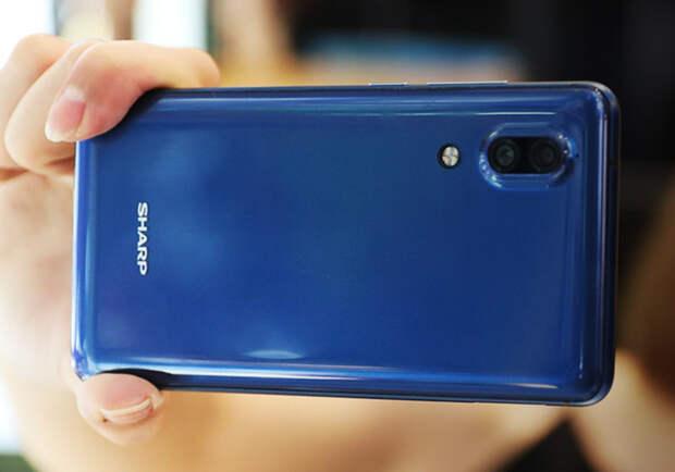 Новый телефон от Sharp: наполовину Essential, наполовину iPhone 8