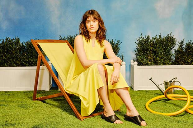 Сандалии, сумки и кроссовки: смотрим на летние аксессуары в новых лукбуках
