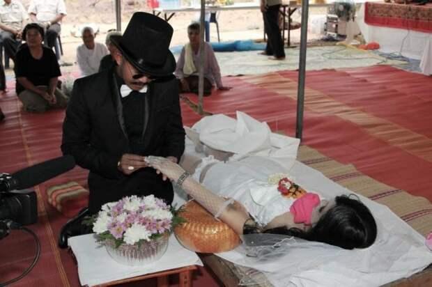 Посмертная свадьба в Таиланде.
