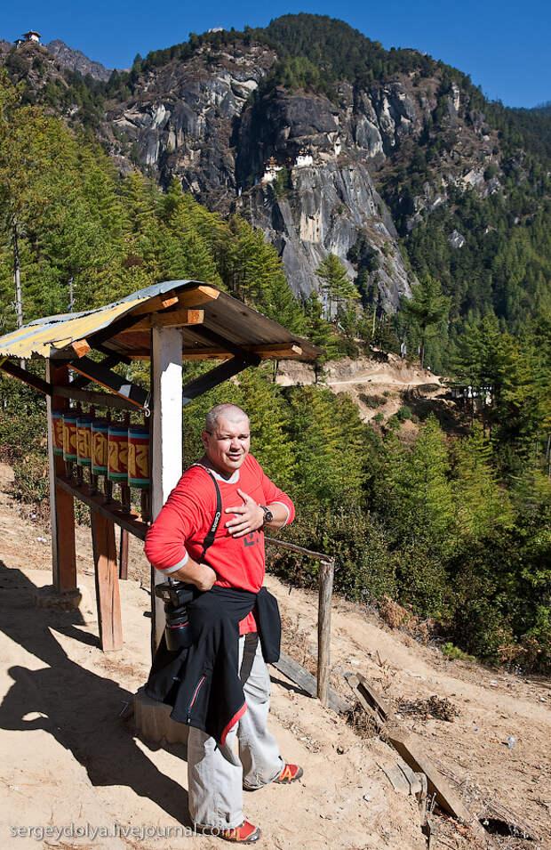 7) На половине пути паломников встречает ресторан, где можно перекусить и выпить чаю.