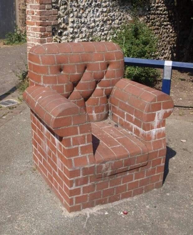 Кресло из кирпича