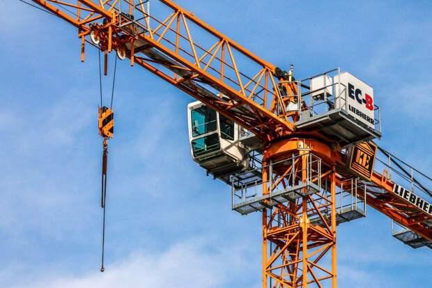 Севастопольский строитель объявил голодовку в кабине башенного крана