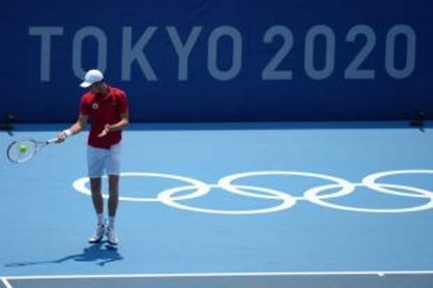 Теннисист Медведев сообщил о плохом самочувствии во время матча в Токио
