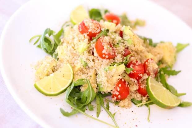 Звездный рецепт: салат из овощей с киноа от Дарьи Погодиной