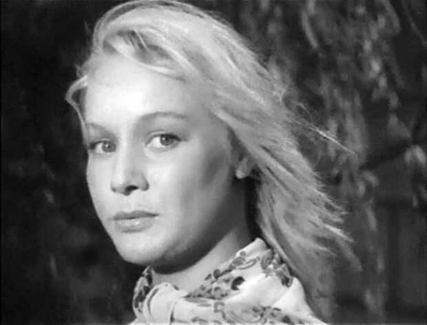Ия Арепина в фильме *Под стук колес*, 1958 | Фото: kino-teatr.ru