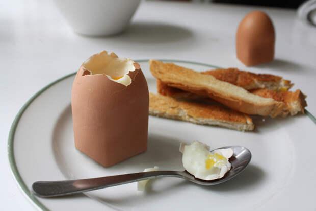 Дед мой был великим шутником. Принес он утром нам квадратное яйцо. Обычное, но квадратное.