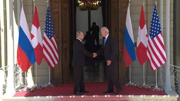 Путин и Байден пожали руки на пороге виллы La Grange, где они проведут переговоры