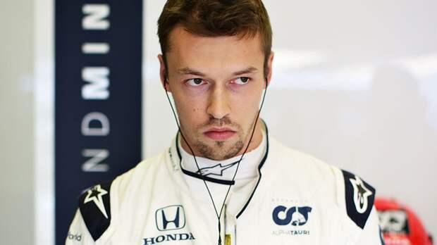Русский гонщик финишировал последним в гонке Формулы-1. Ему сломали машину