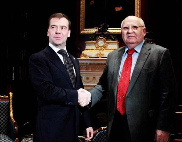 Иуда всея Руси: за что Путин и Медведев наградили Горбачёва высшими гос. наградами?