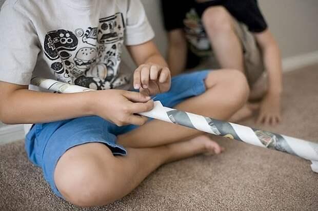 Шалаш из газетных труб - справится даже ребенок