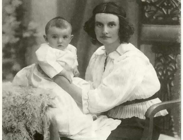 Ольга Высотская с сыном Орестом.