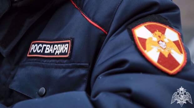 Саратовские росгвардейцы вернули потерявшегося трехлетнего мальчика родственникам