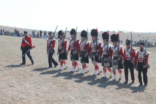 Под залпы артиллерийских орудий и выстрелы ружей ожила история