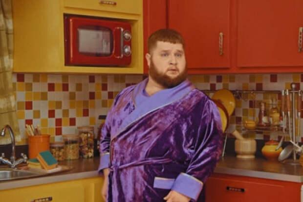 Пухляшу угрожает «бешеная еда» вновом клипе Little Big